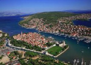 Trogir itself is on its own tiny island.. The walk completely around is 30 minutes!
